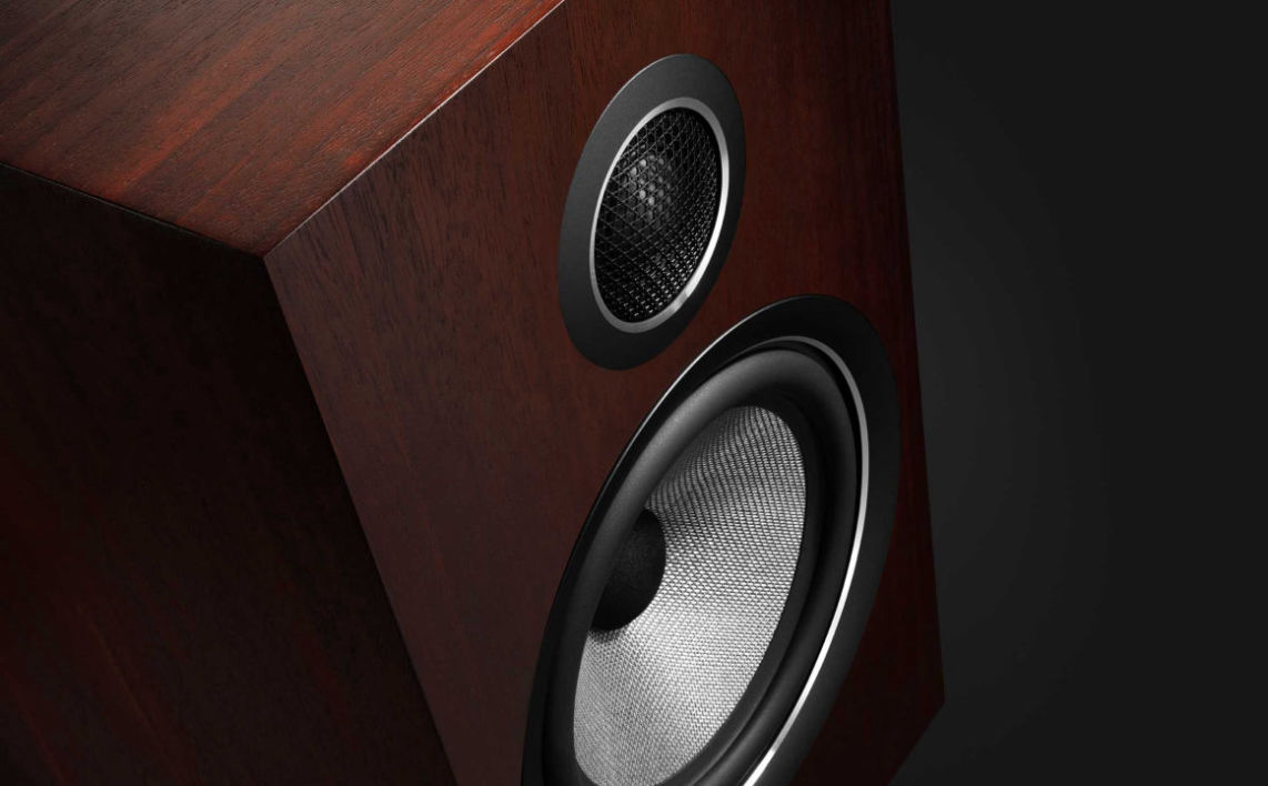 Bowers and Wilkins 700 speakers